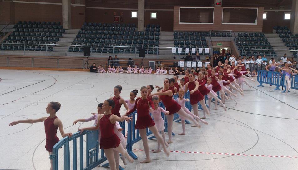 Per commemorar el Dia Internacional de la Dansa, el pavelló municipal de Cambrils ha acollit un festival amb alumnes del Centre de Dansa Cambrils i de l'Estudi Giselle.