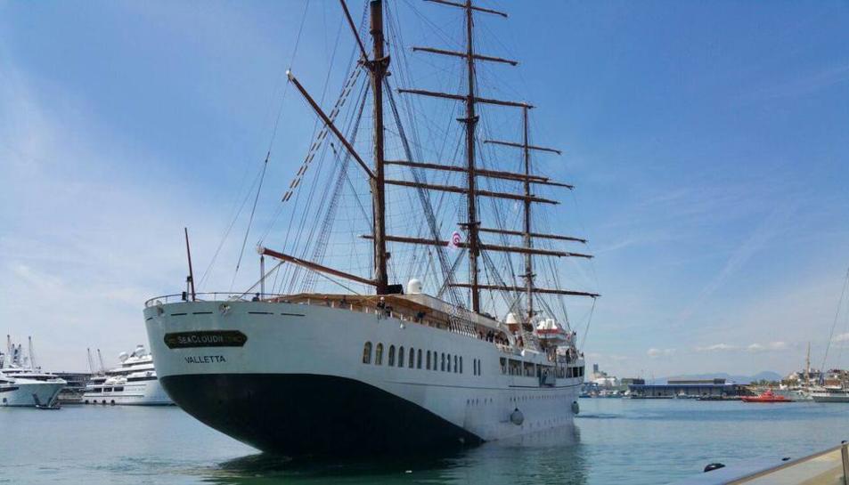 El Sea Cloud II, un creuer de luxe, ha arribat al Port de Tarragona