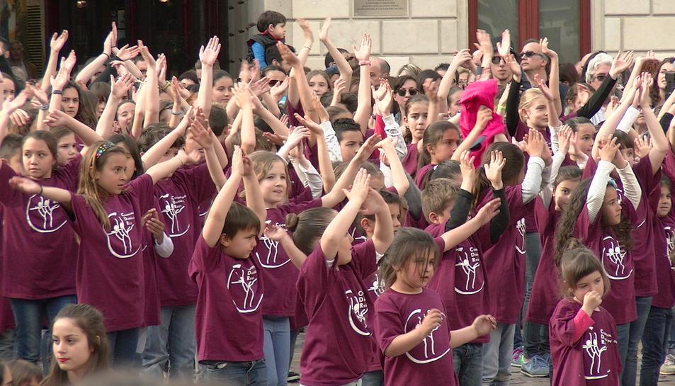 L'Escola de Dansa del Centre de Lectura juntament amb la coordinadora de Dansa de Reus, organitzen l'acte revindicatiu de la Dansa a Reus. Conjuntament amb els Batukats del Bolet. Organitza Coordinadora de Dansa de Reus.