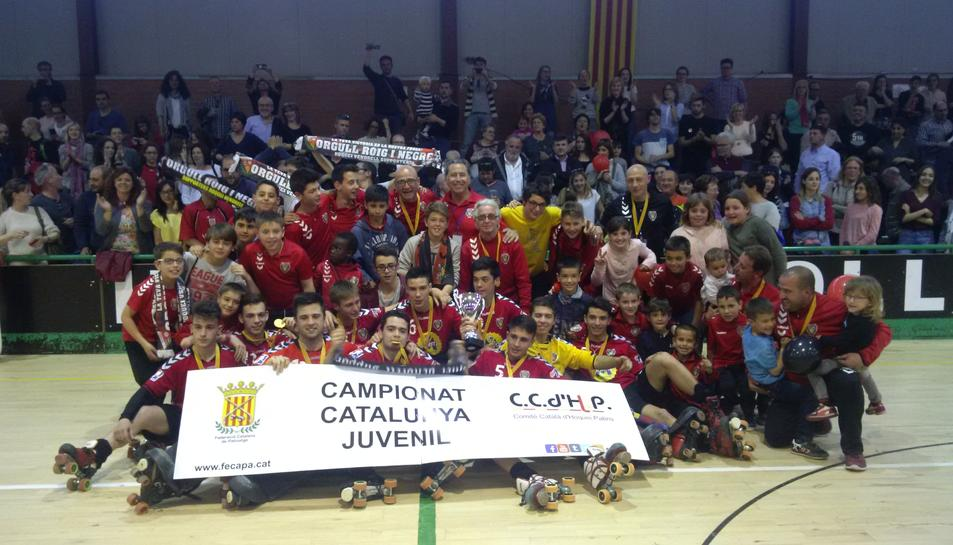 El juvenil del CE Vendrell toca el cel guanyant el Campionat de Catalunya