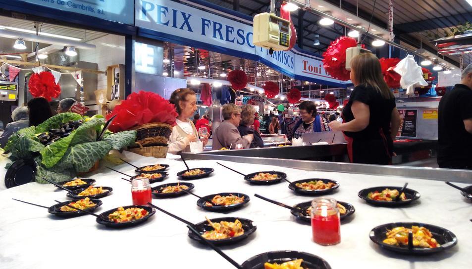 'Menja't el Mercat' converteix el Mercat Central, una vegada més, en un local de tapes la nit del 21 de maig