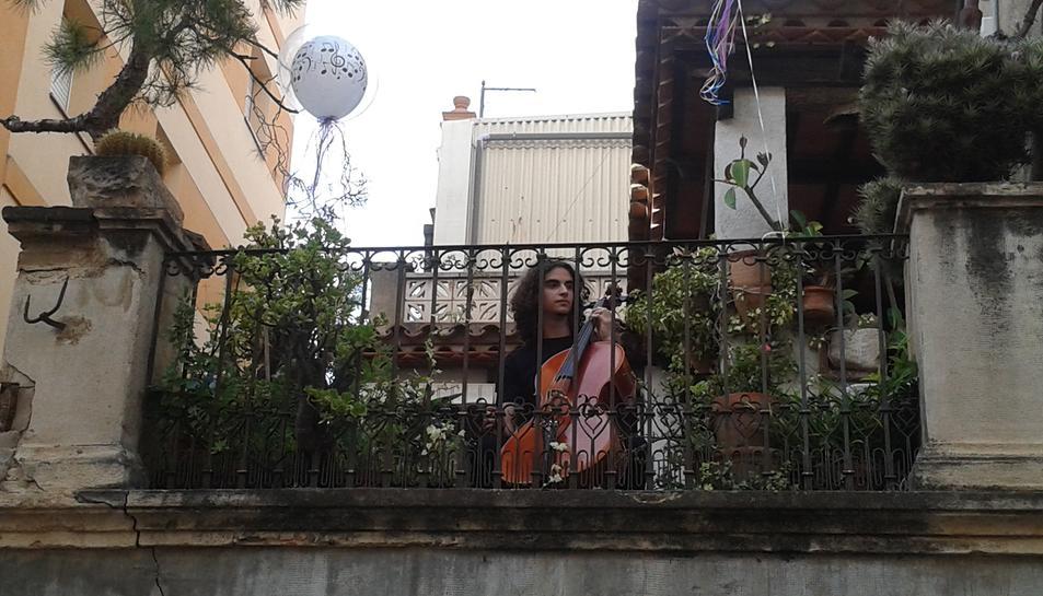 Els balcons del Barri Antic de Cambrils es converteixen en escenaris musicals