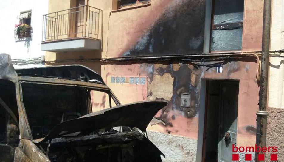 La façana del número 14 del Camí Vell de Reus s'ha vist afectada.