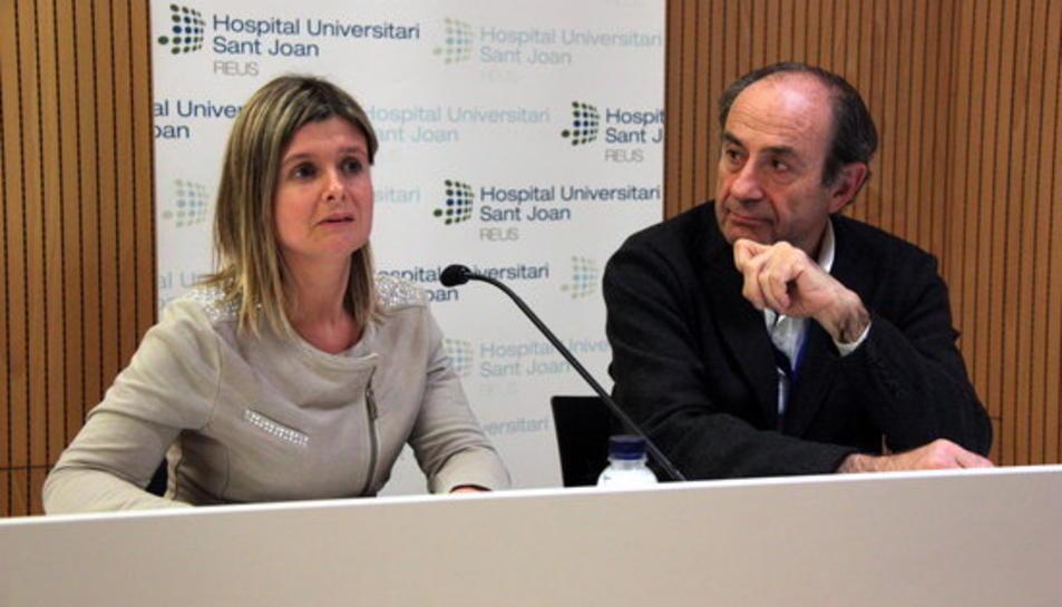 La presidenta del Consell d'Administració de l'Hospital Sant Joan de Reus, Noemí Llauradó, i el director general del centre, Jordi Colomer, durant una roda de premsa.