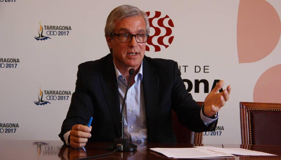 L'alcalde de Tarragona, Josep Fèlix Ballesteros, dóna explicacions en roda de premsa el 5 de maig de 2016
