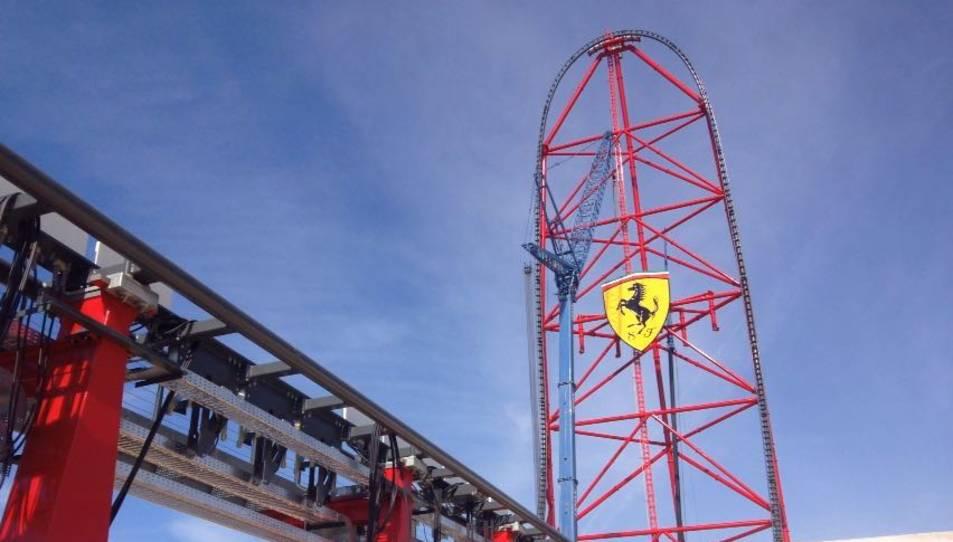 Ferrari Land ja té l'escut del 'Cavallino Rampante'