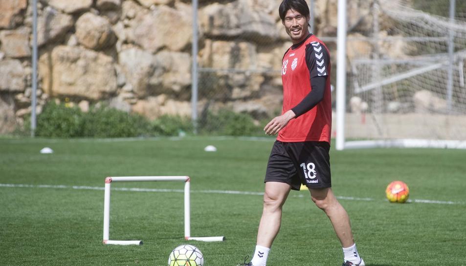 Daisuke Suzuki, entrenant amb el Nàstic.