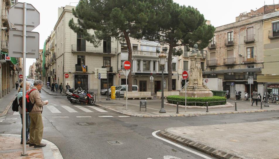 Es repararà el bust de Bartrina de la plaça Catalunya, que variarà el trànsit al setembre