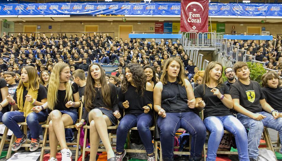 Més d'un miler d'escolars canten a l'uníson