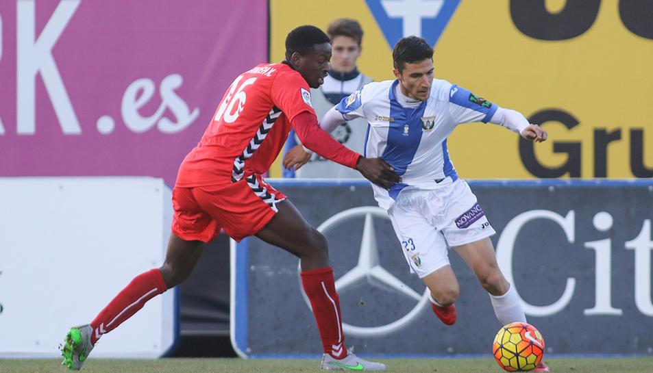 Mousa, ara cedit a l'Olot, va ser el lateral esquerre encarregat de jugar contar el Leganés a la primera volta.