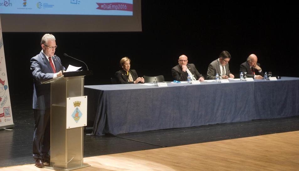 El conseller d'Empresa, Jordi Baiget, adreçant-se a l'auditori.