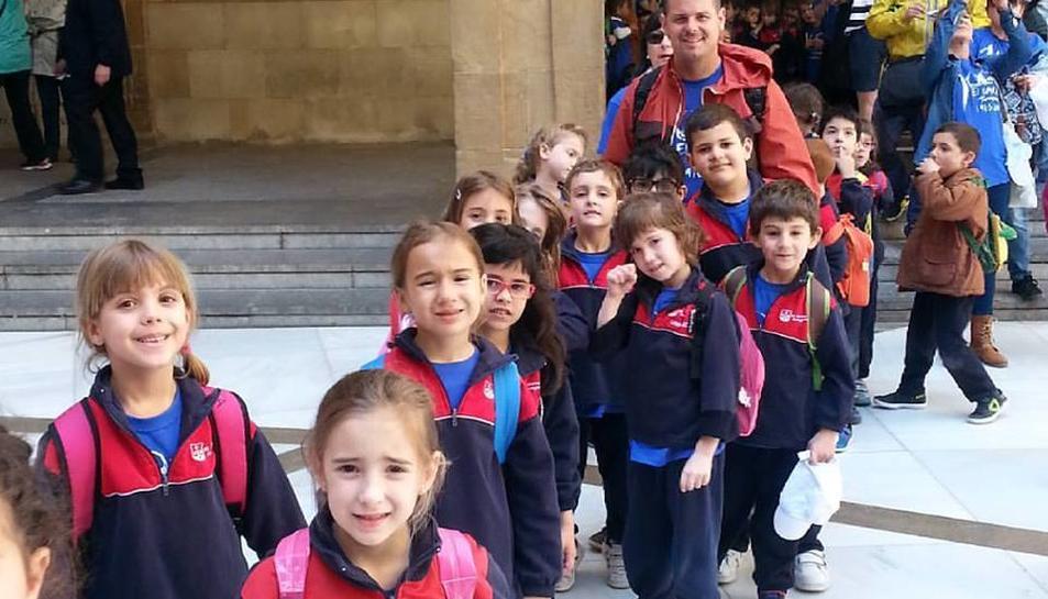 Els 600 alumnes del col·legi 'El Carme' de Tarragona viatgen a Montserrat per celebrar el centenari