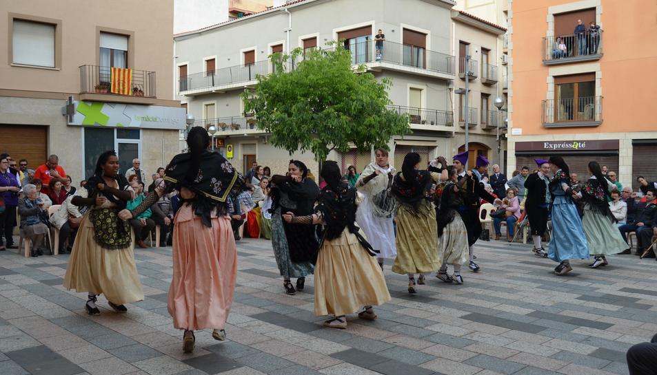 El Esbart Dansaire rinde homenaje al 'Maestro' con un Encuentro de jotas