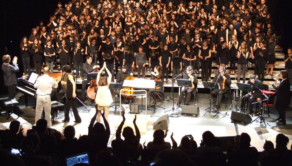 650 alumnes de 6è porten les 'desventures de Mimí' al Catània