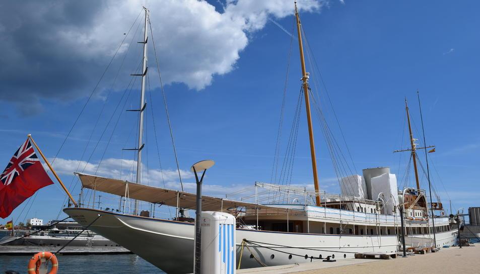 El iot de luxe Nahlin està amarrat al Port Tarraco.