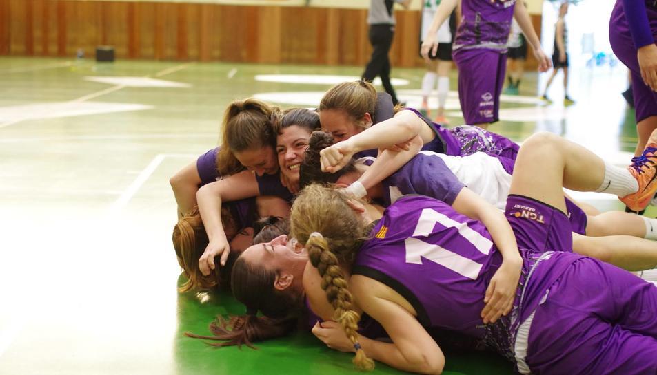 El Tarragona Fem Bàsquet derrota el Ploms i aconsegueix la permanència