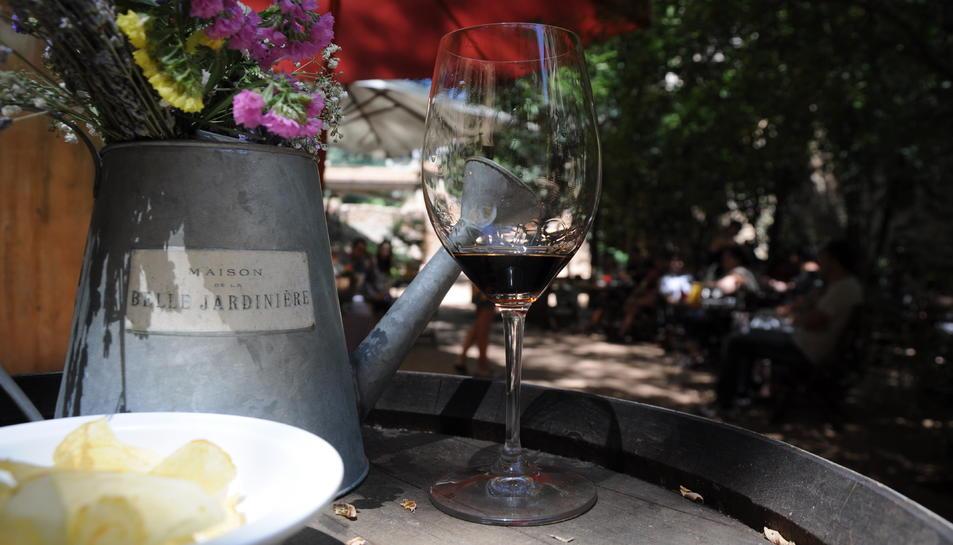 Maridatge de vins i flors a l'Hotel-HostalSport de Falset