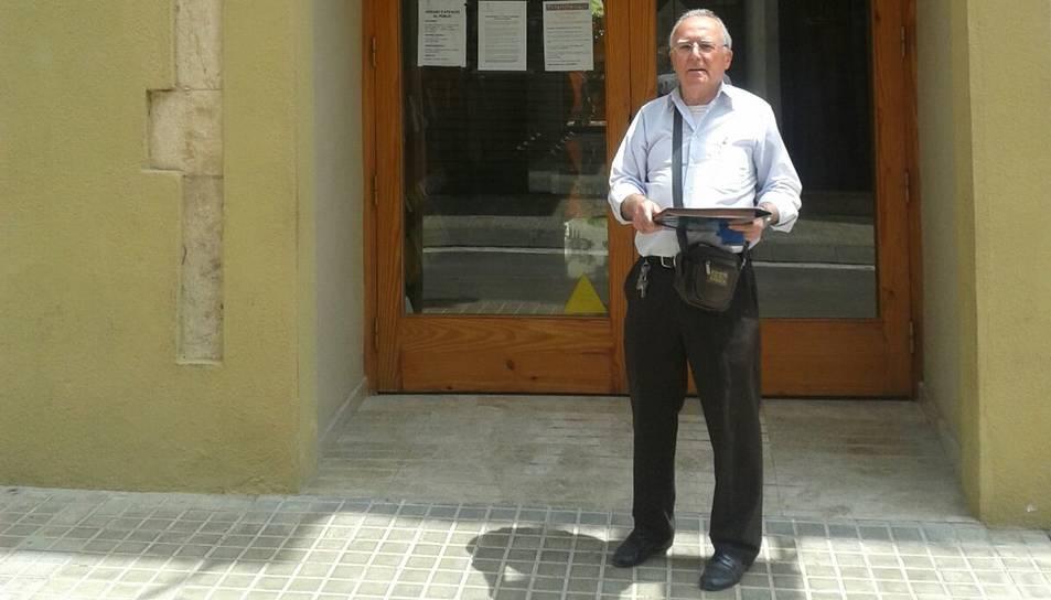 El veí que recull signatures contra Aqualia és expulsat de l'Ajuntament
