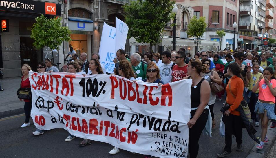 Prop de 200 persones reclamen una sanitat pública i de qualitat en una marxa per Tarragona