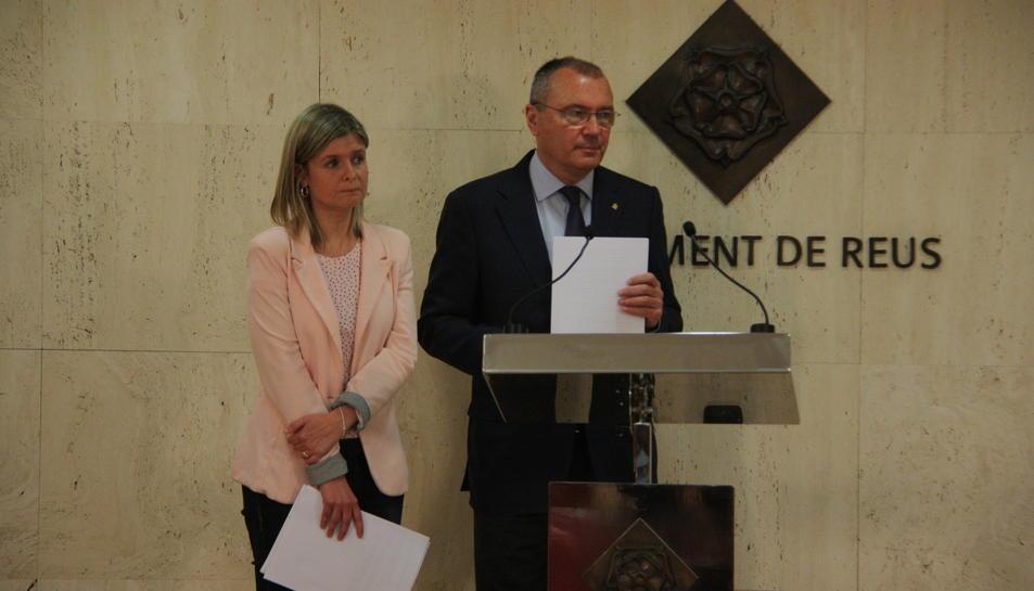 La regidora de Salut de Reus, Noemí Llauradó, i l'alcalde de Reus, Carles Pellicer.