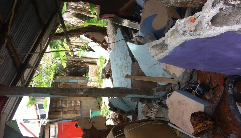 Imatge de casa seva destruïda.