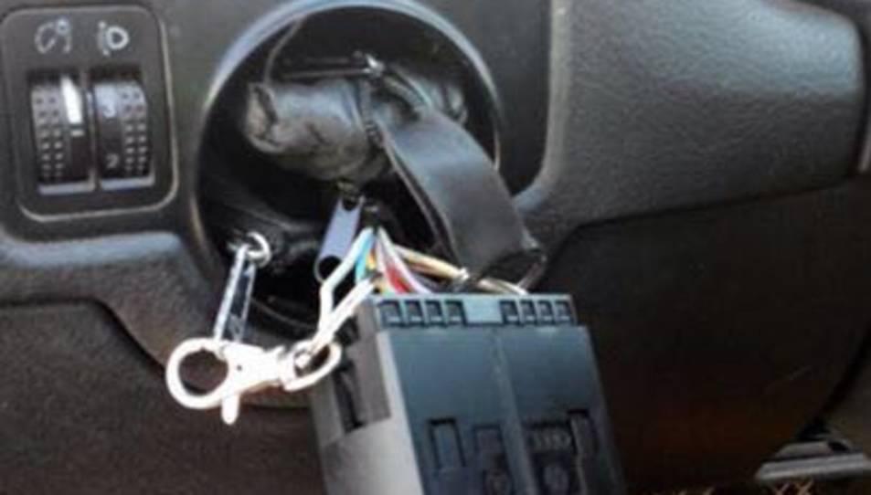 Detingut per amagar cocaïna en el tauler de comandament d'un cotxe