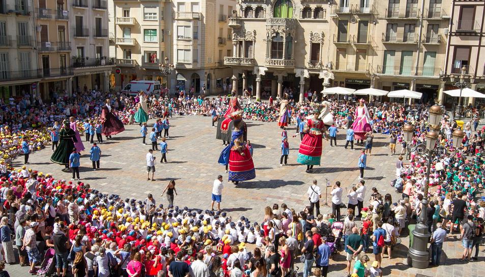 Corpus torna a Reus amb la coca amb cireres, l'ou com balla i els elements festius