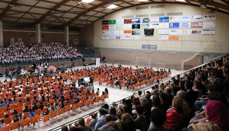 400 alumnes de tercer de primària participen a la Cantata 'Florinda, la vaca pallassa'