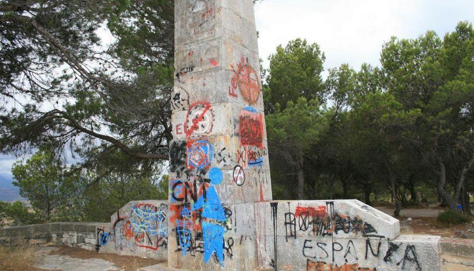 Gandesa demana la retirada del monument franquista del Coll del Moro
