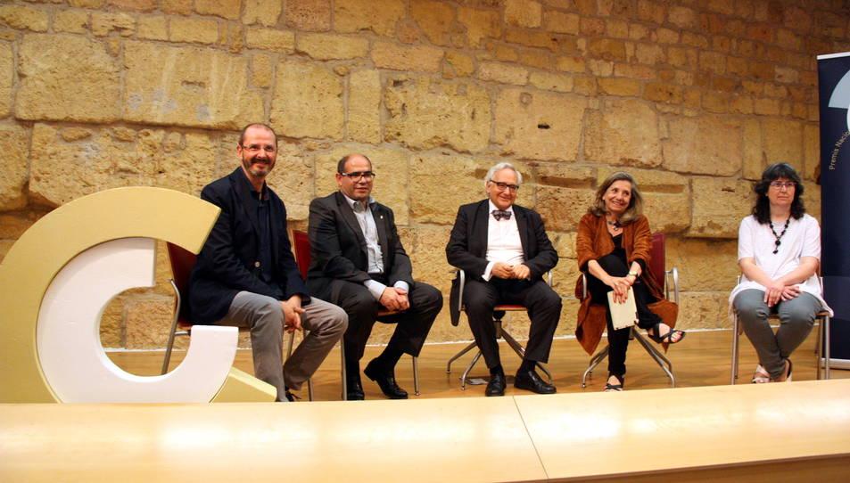 Pla general d'Oriol Grau, Josep Maria Prats, Carles Duarte, Isona Passola i una representant de la Carrutxa, entitat guardonada amb un dels Premis Nacionals de Cultura, el 27 de maig del 2016 a l'Antiga Audiència de Tarragona