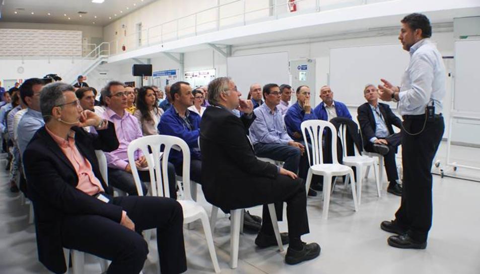 Christian Vang, responsable de la unitat industrial de Clariant, visita el Centre de Producció de Tarragona