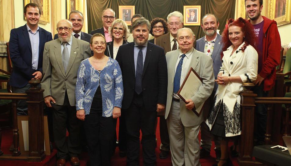 Valls reconeix a sis personalitats del municipi