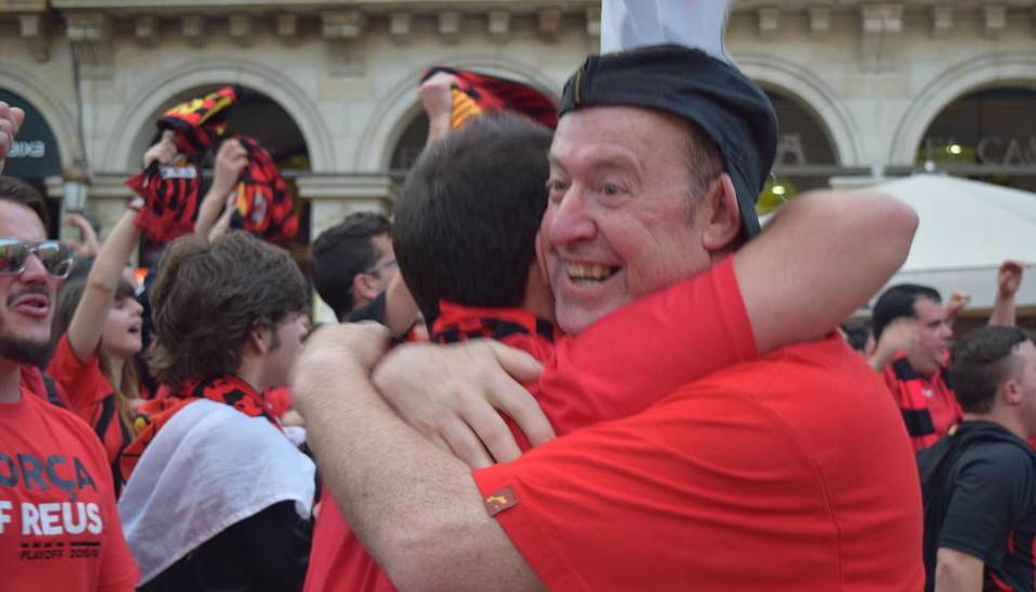La celebració segueix a la plaça de Prim