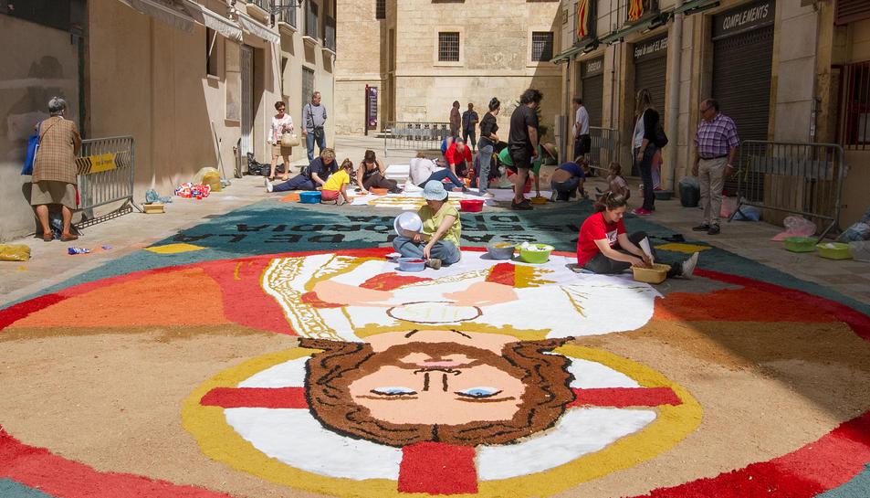 Corpus en Reus con las alfombras de flores