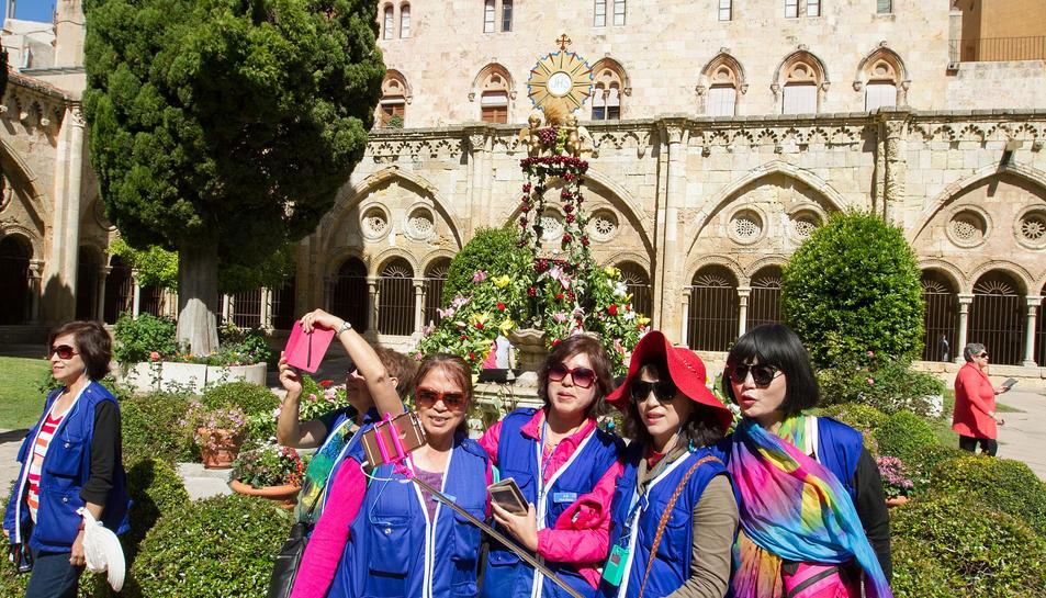 Centenars de tarragonins participen en la festa del Corpus