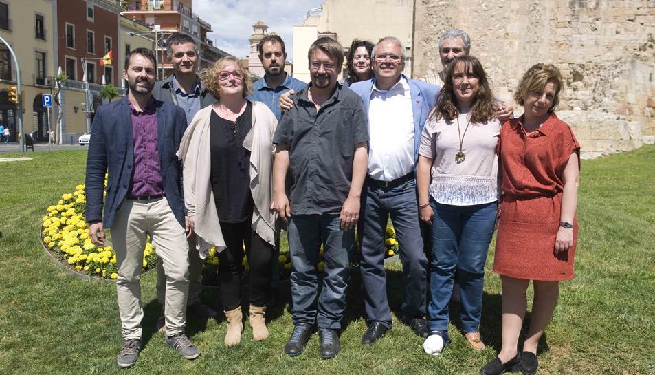 Fotografia de família de la candidatura d'En Comú Podem, ahir.