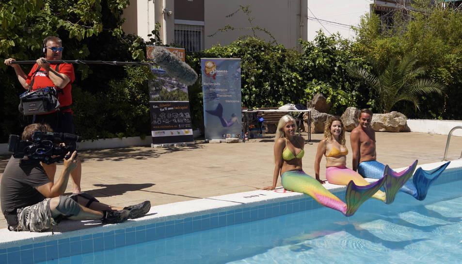La FOX finlandesa enregistra un programa a l'escola de sirenes de Tarragona