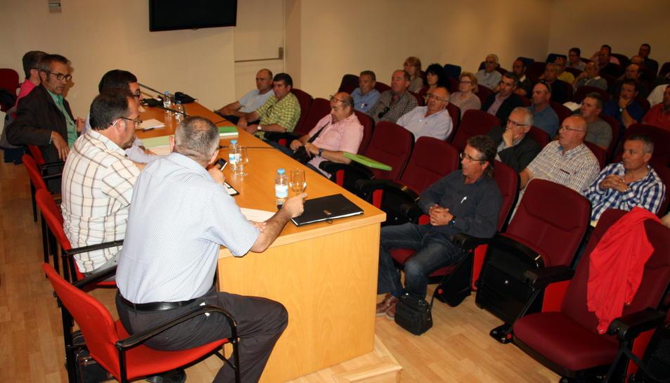 Representants de les 26 cooperatives reunits ahir a la Cambra de Comerç de Lleida.