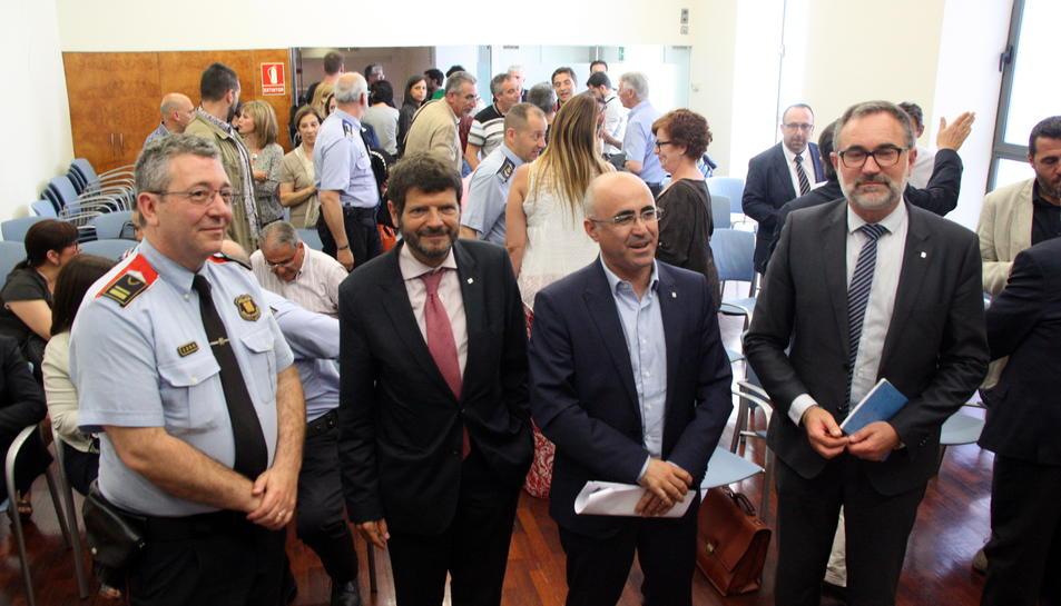El cap de la regió policial del Camp de Tarragona, l'intendent Jaume Giné; el director general de la Policia, Albert Batlle; el delegat del Govern, Òscar Peris, i el director d'Interior, Juan Carlos de la Monja, el 31 de maig del 2016