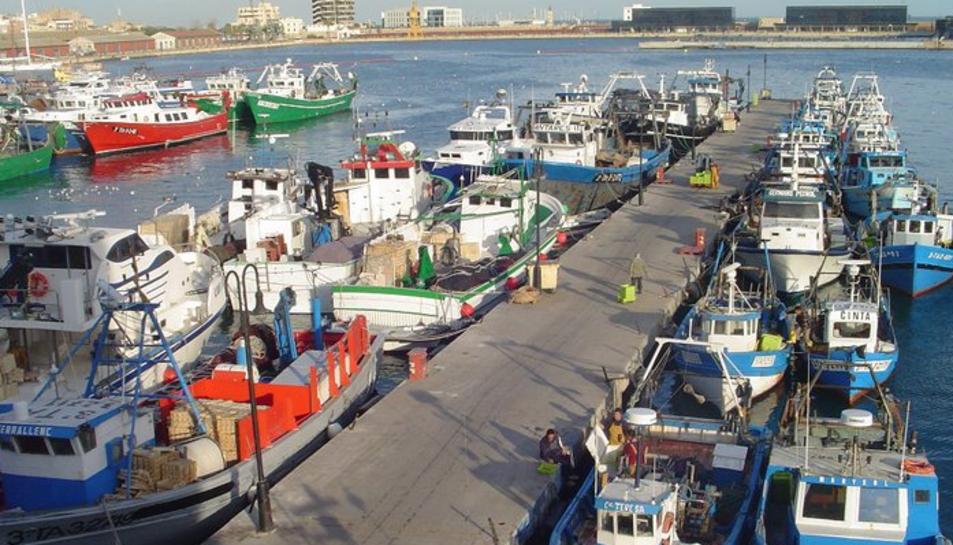 Les embarcacions d'arrossegament quedaran amarrades tot el juny.