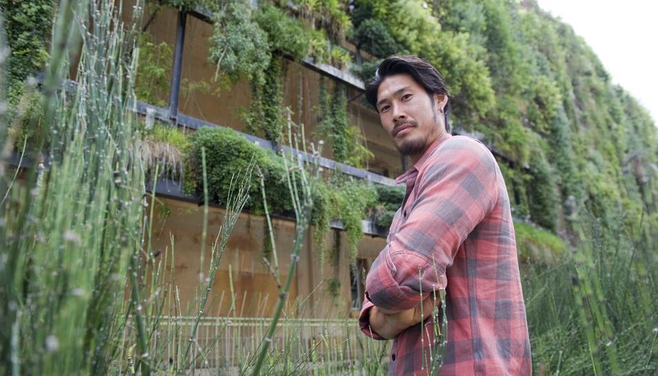 Daisuke Suzuki, al davant del Jardí Vertical, antiga Tabacalera. Ell es mostra molt optimista pel que fa a les opcions d'ascens del seu equip.