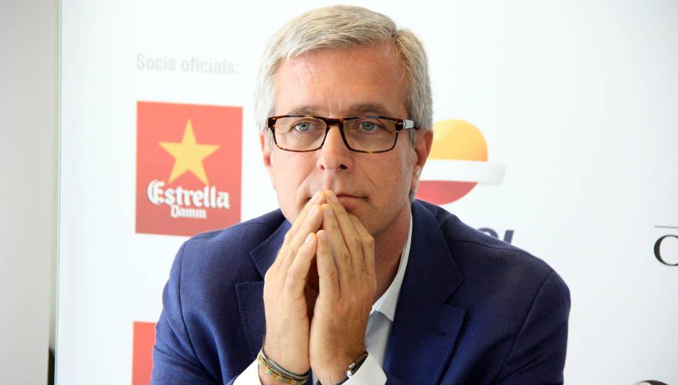 Primer pla de l'alcalde de Tarragona, Josep Fèlix Ballesteros, amb gest pensatiu abans de l'inici de la roda de premsa sobre els Jocs Mediterranis. Imatge de l'1 de juny del 2016