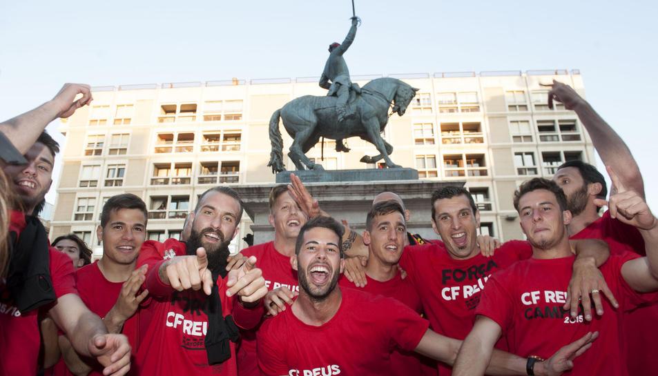 Celebració dels carrers de la ciutat de Reus de l'ascens del CF Reus Deportiu a Segona A, el 2 de juny de 2016