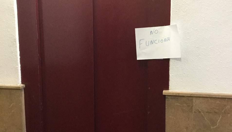 CiU denuncia que l'ascensor de l'Antiga Facultat de Lletres fa més de sis mesos que no funciona