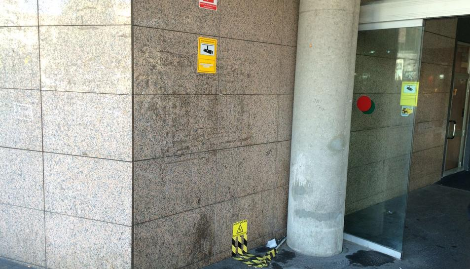 Espai buit on estava situat fins fa dues setmanes el desfibril·lador de l'Estació d'Autobusos.