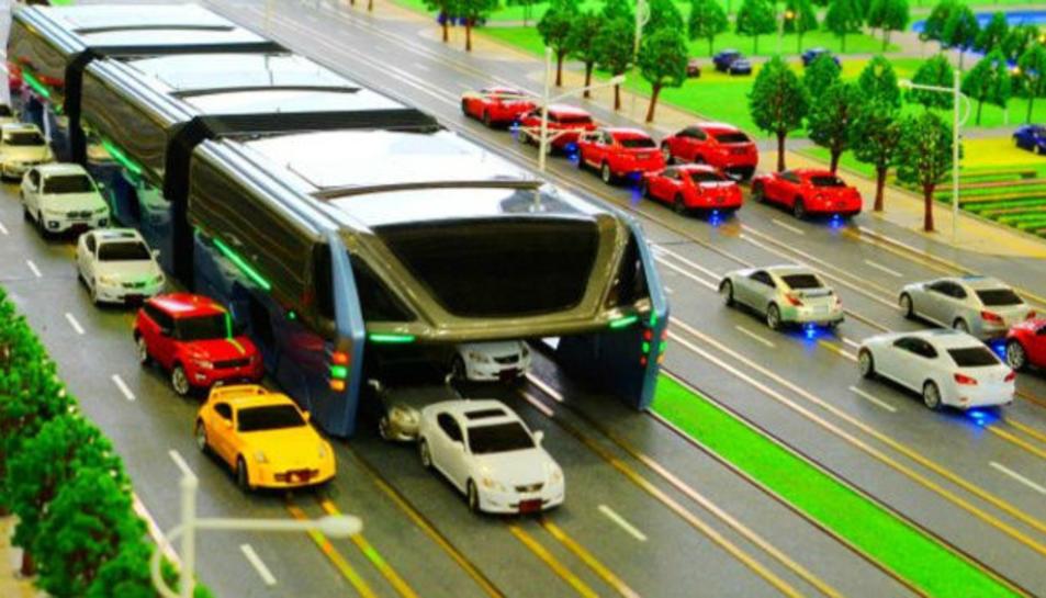 Un autobus d'alçada que evita els embussos, però a Tarragona no hi cabria