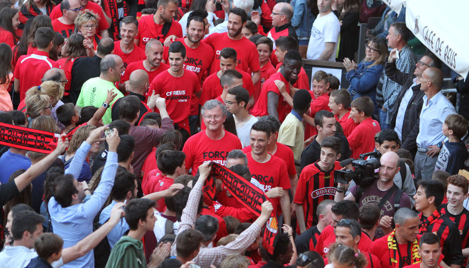 Ofrena a Misericòrdia i rua pels carrers de la ciutat per l'ascens del CF Reus Deportiu a Segona A