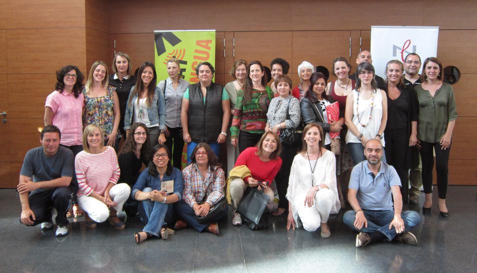 Una  cinquantena de persones acaben els cursos de català a l'Hospitalet de l'Infant