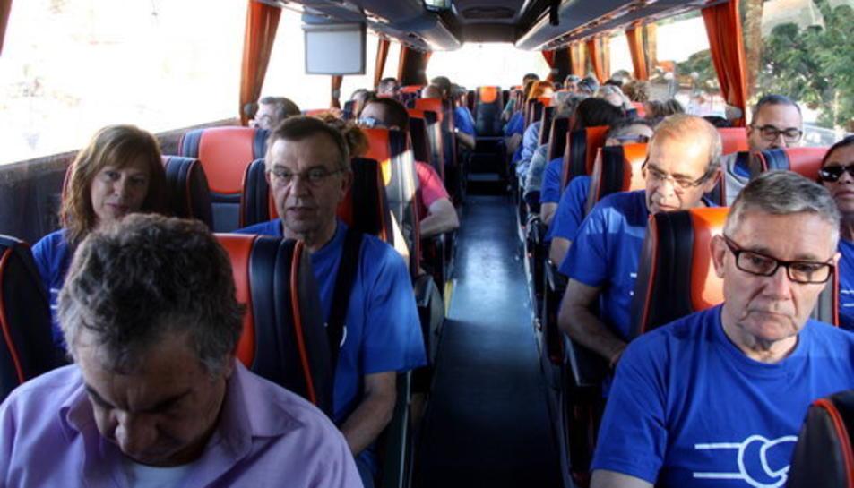Un dels autobusos que es dirigeixen a Barcelona per manifestar-se contra el Pla Hidrològic.