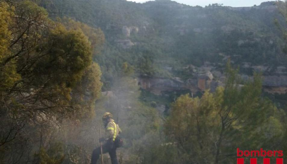 L'incendi cremava prop de l'Ermita de Sant Salvador, a Margalef.